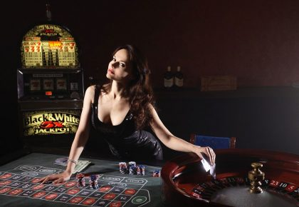 3-Live-Casino-Online-Games-with-the-Lowest-House-Edge-woman-dealer